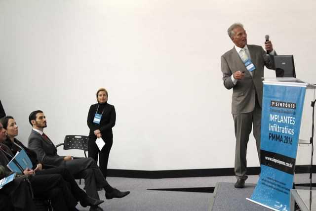 cirurgião plástico alemão Dr. Gottfried Lemperle durante palestra do primeiro simpósio brasileiro de implantes infiltrativos pmma em porto alegre